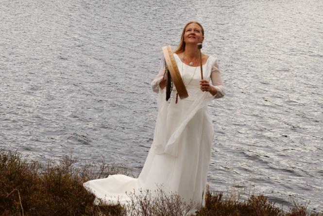 Anna Larsson är borgerlig vigselförrättare